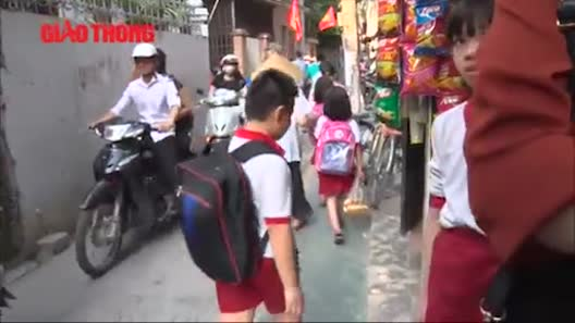 Dân HN ngỡ ngàng khi đường dành riêng cho trẻ bất ngờ bị xóa