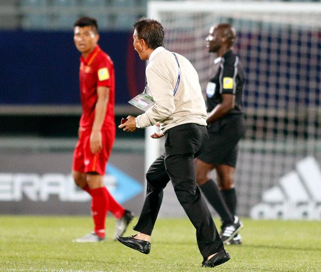 """U20 VN đi vào lịch sử, HLV Hoàng Anh Tuấn """"quát"""" học trò không được cúi đầu - 6"""