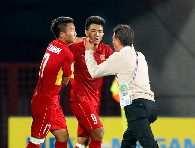 """U20 VN đi vào lịch sử, HLV Hoàng Anh Tuấn """"quát"""" học trò không được cúi đầu - 8"""