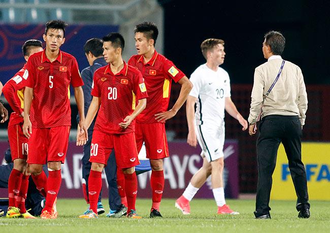 """U20 VN đi vào lịch sử, HLV Hoàng Anh Tuấn """"quát"""" học trò không được cúi đầu - 9"""
