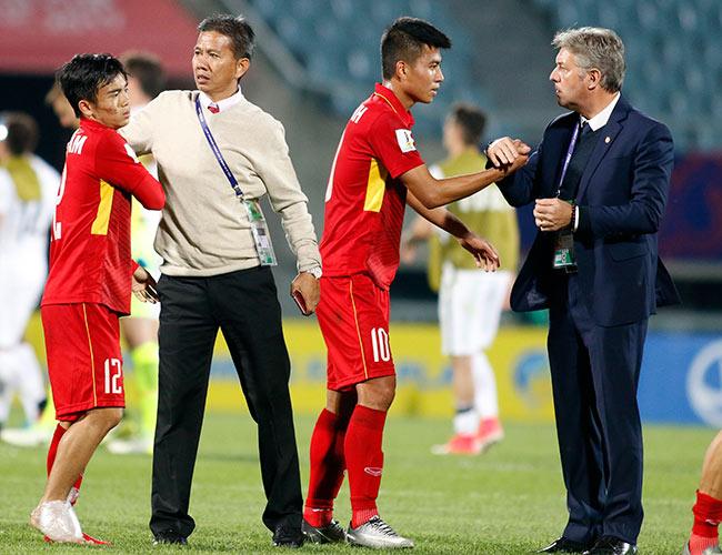 """U20 VN đi vào lịch sử, HLV Hoàng Anh Tuấn """"quát"""" học trò không được cúi đầu - 11"""