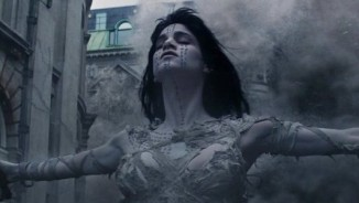 Tom Cruise trúng lời nguyền khi chống lại xác ướp trong phim mới