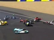 Tai nạn đua xe Moto kinh hoàng: Kỷ lục 20 tay đua ngã liên hoàn