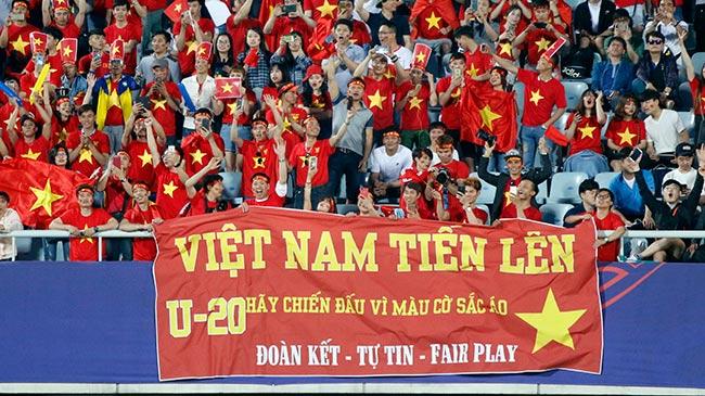 """CĐV nữ xinh tươi """"thả tim"""" tiếp lửa U20 Việt Nam làm nên lịch sử - 10"""