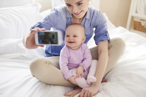 Từ 1/7, cha mẹ cần phải xin phép con trước khi đăng ảnh lên mạng - 1