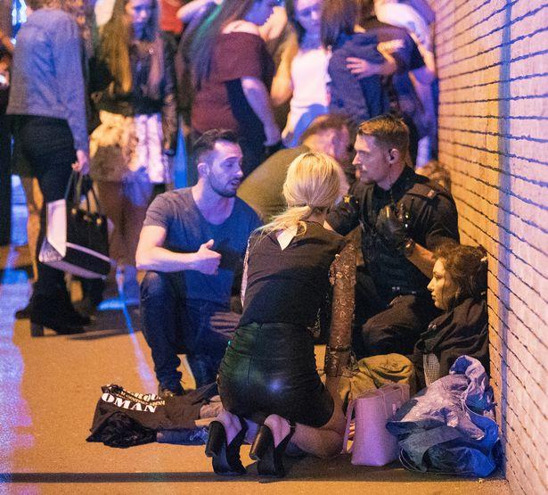 Nhân chứng vụ khủng bố Manchester: Xác người nằm la liệt - 2