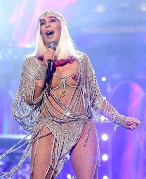 """Bí mật sau vẻ nóng bỏng tuổi 71 của """"nữ hoàng disco"""" - 2"""