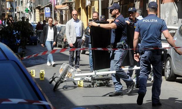 Trùm mafia khét tiếng của Ý bị bắn chết khi đang đạp xe - 1