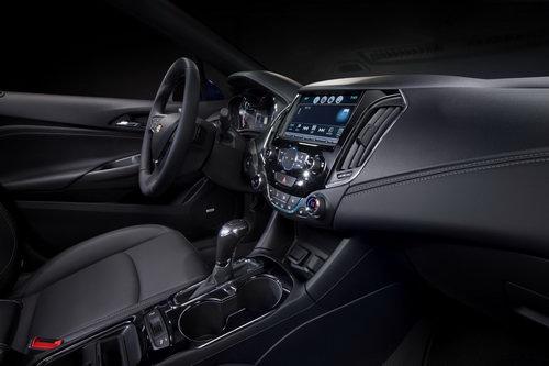 Chevrolet Cruze 5 cửa máy dầu có giá 560 triệu đồng - 3