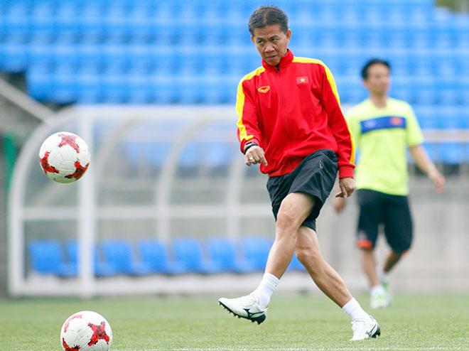 U20 VN: Sao trẻ nhà bầu Đức so tài tâng bóng HLV Hoàng Anh Tuấn - 1