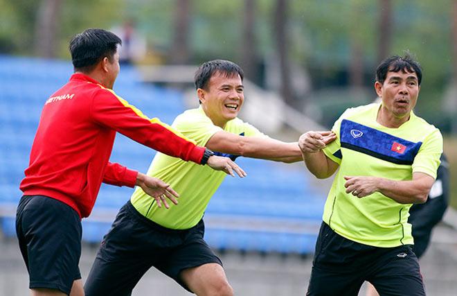 U20 VN: Sao trẻ nhà bầu Đức so tài tâng bóng HLV Hoàng Anh Tuấn - 2