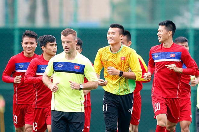 U20 VN: Sao trẻ nhà bầu Đức so tài tâng bóng HLV Hoàng Anh Tuấn - 4