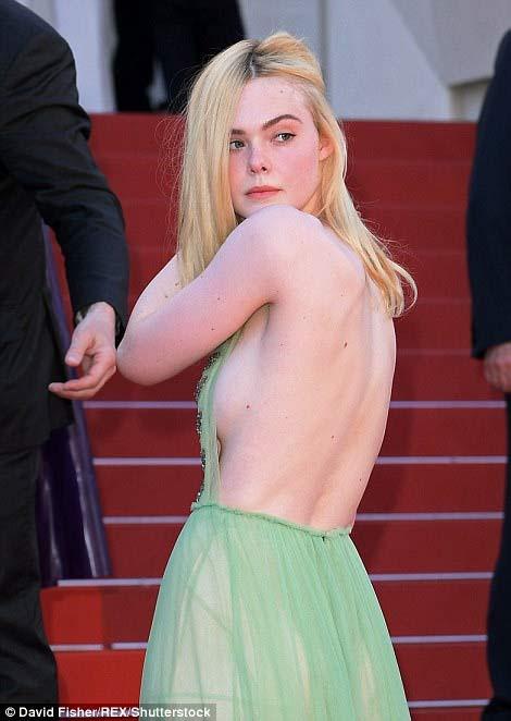 """""""Nàng tiên thả rông"""" đang gây sốt Cannes, cô ấy là ai? - 1"""