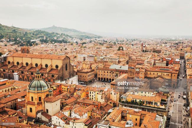 Đại học Bologna (Bologna, Italia) thành lập năm 1088.