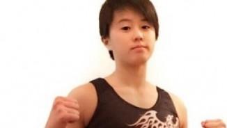 """MMA: Đả nữ 16 tuổi & """"Vô ảnh cước"""" chết người"""