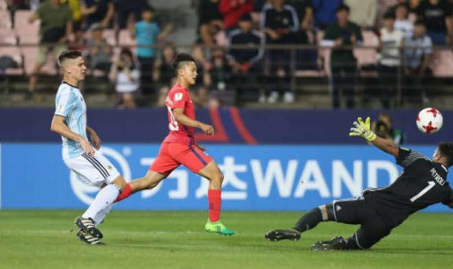 """U20 World Cup: """"Messi Hàn"""" ghi siêu phẩm solo kiểu Maradona - 4"""