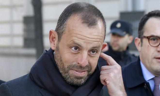 Nóng: Cựu Chủ tịch Barca và vợ bị bắt khẩn cấp - 1