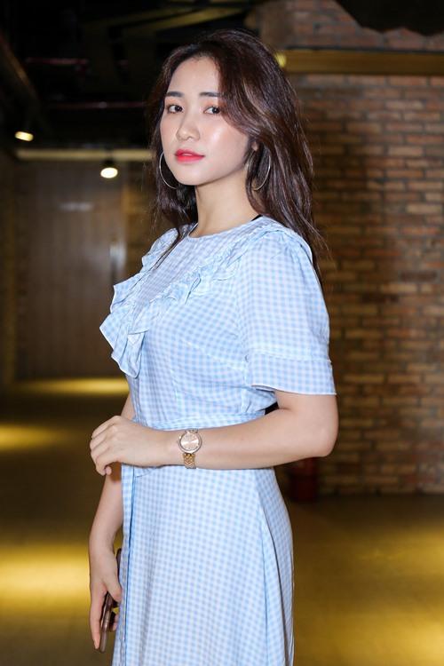 """Nhã Phương """"mặc lại"""" áo của Hà Hồ dự ra mắt MV - 6"""