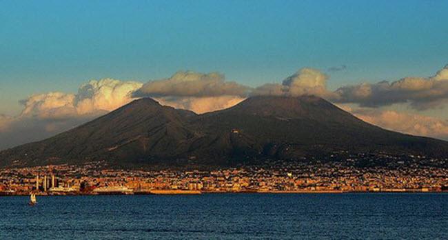 Khám phá 10 núi lửa hoạt động mạnh và nguy hiểm nhất thế giới - 2