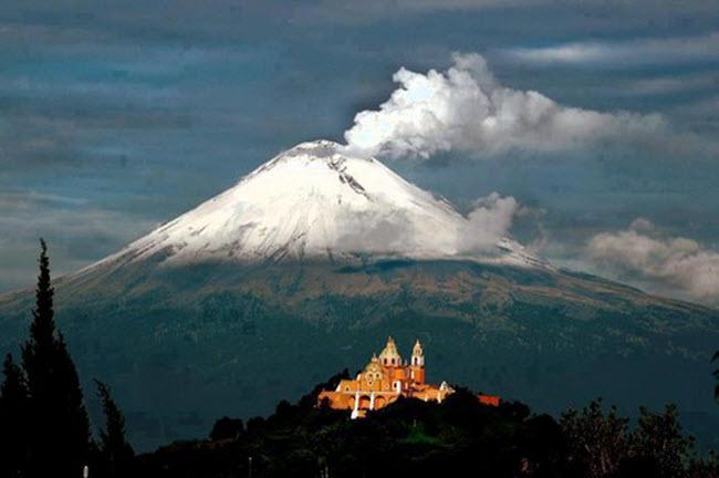 Khám phá 10 núi lửa hoạt động mạnh và nguy hiểm nhất thế giới - 4