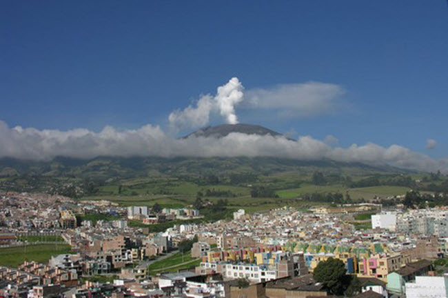 Khám phá 10 núi lửa hoạt động mạnh và nguy hiểm nhất thế giới - 6