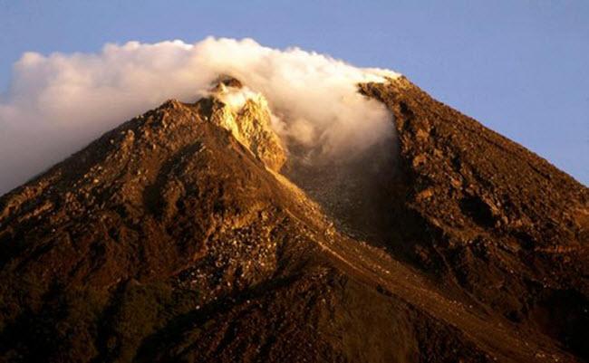 Khám phá 10 núi lửa hoạt động mạnh và nguy hiểm nhất thế giới - 7