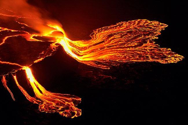 Khám phá 10 núi lửa hoạt động mạnh và nguy hiểm nhất thế giới - 8