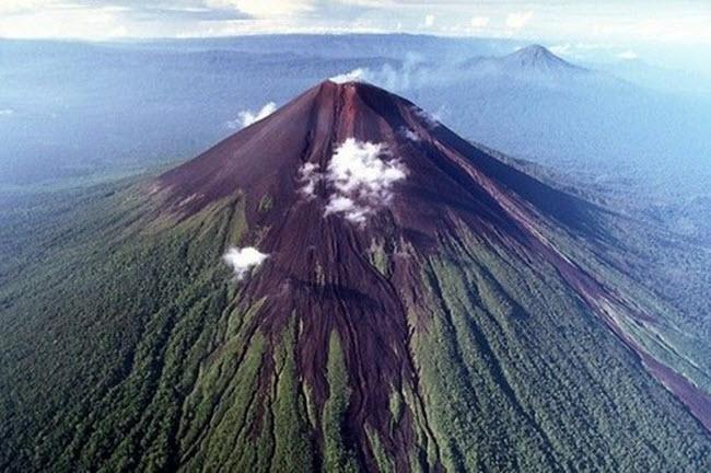 Khám phá 10 núi lửa hoạt động mạnh và nguy hiểm nhất thế giới - 9