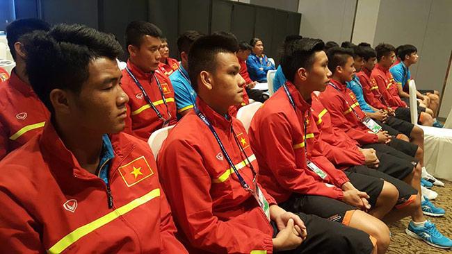 HLV Hoàng Anh Tuấn: U20 Việt Nam không phải sợ ai cả - 1