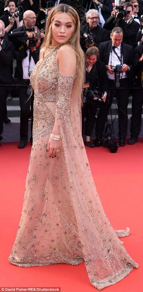 """Kiều nữ """"lộ liễu"""" ở Cannes vì mặc ngắn, mỏng như sương - 6"""