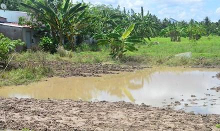 Hai chị em ruột rơi xuống hố tử vong khi đang tắm mưa - 1