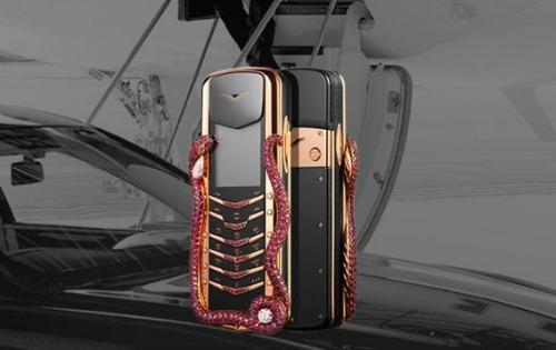 Vertu ra mắt Cobra Limited Edition, giá hơn 8 tỷ đồng - 1