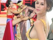 """Không ngờ các nữ danh hài Việt lại """"nóng mắt"""" mức này!"""