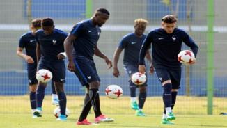 """Chùm ảnh: Muốn thắng U20 Việt Nam, """"đàn em"""" của Zidane tập...tâng bóng"""