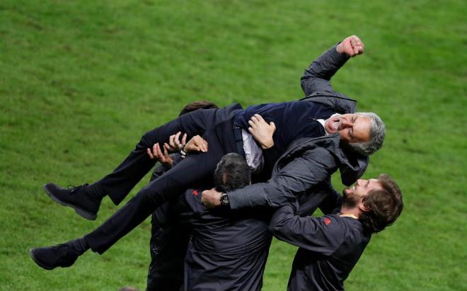 MU lên đỉnh Europa League: Mourinho, 4 thiên đường và 9 tầng mây - 2