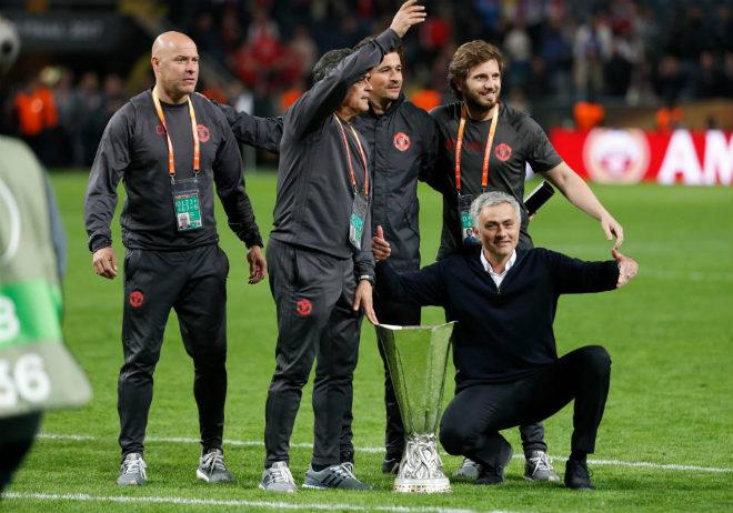 MU lên đỉnh Europa League: Mourinho, 4 thiên đường và 9 tầng mây - 10