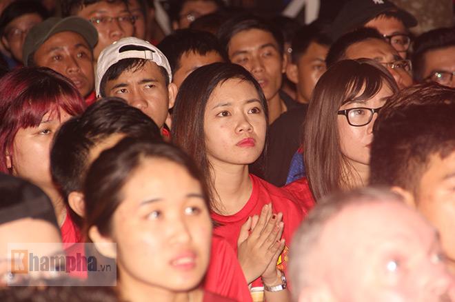 """""""Rừng"""" fan MU Việt tắm sâm banh mừng cúp Europa League - 3"""
