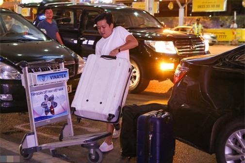 """Cường đô la, Trường Giang đối xử với """"nửa kia"""" ở sân bay thế nào - 2"""