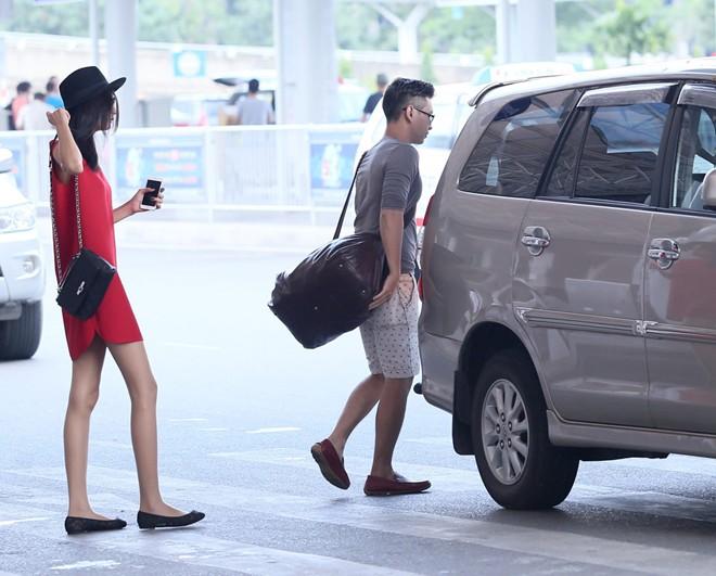 """Cường đô la, Trường Giang đối xử với """"nửa kia"""" ở sân bay thế nào - 4"""