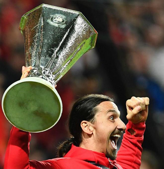 """MU vô địch: Fan """"dâng tặng"""" cả vợ để xin Ibrahimovic ở lại - 1"""