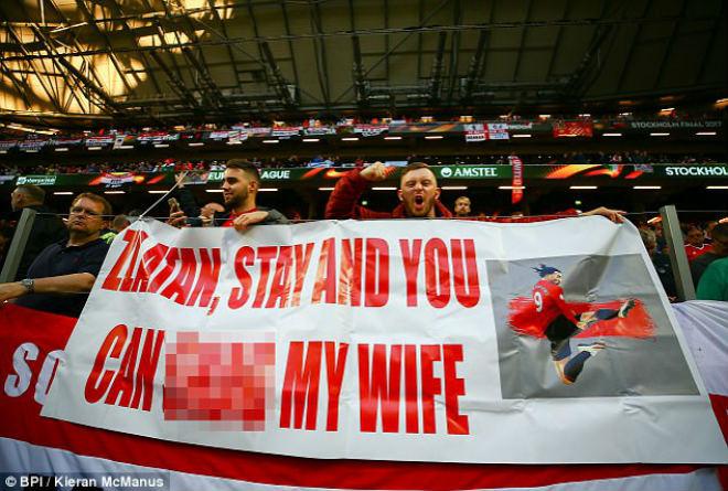 """MU vô địch: Fan """"dâng tặng"""" cả vợ để xin Ibrahimovic ở lại - 2"""