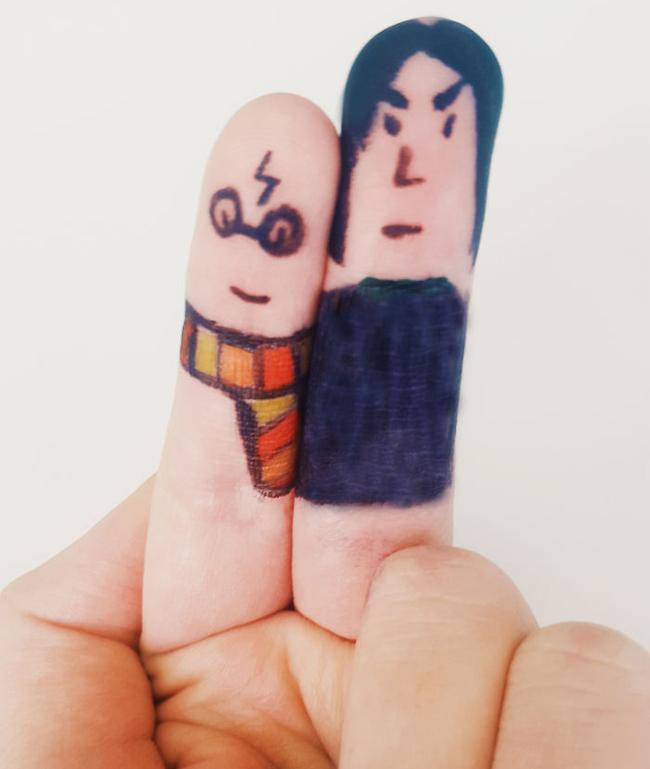 """Hai ngón tay đã """"biến hình"""" thành nhân vật trong Harry Potter."""