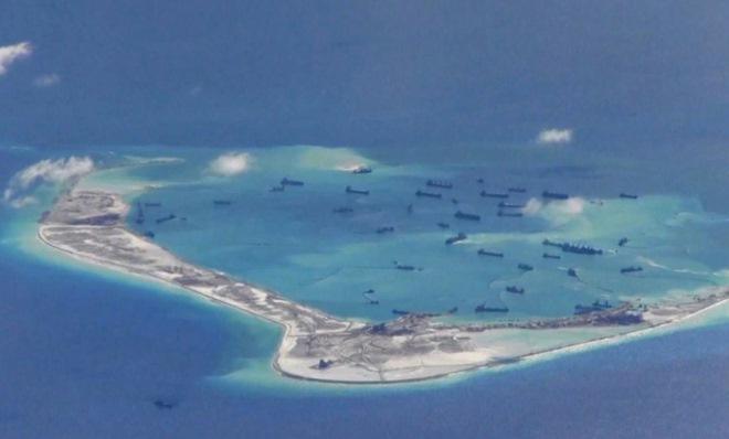 Tàu chiến Mỹ đến gần đảo TQ xây trái phép ở Biển Đông - 1