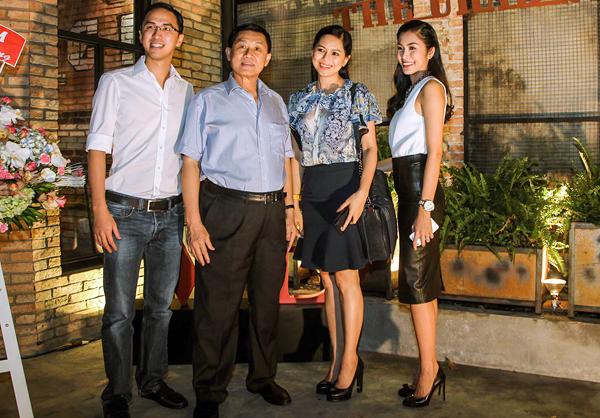 Bố mẹ chồng sao Việt gây choáng vì tặng đồng hồ ngàn đô, trang sức tiền tỷ - 1