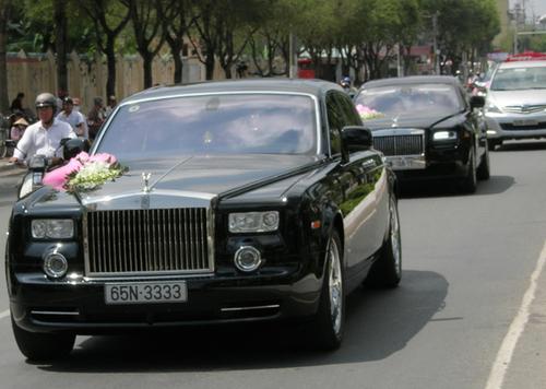 Bố mẹ chồng sao Việt gây choáng vì tặng đồng hồ ngàn đô, trang sức tiền tỷ - 8