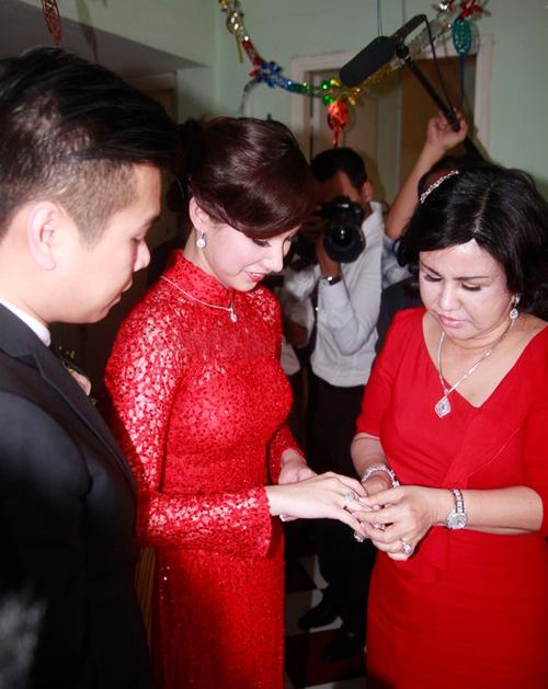 Bố mẹ chồng sao Việt gây choáng vì tặng đồng hồ ngàn đô, trang sức tiền tỷ - 9