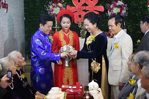 Bố mẹ chồng sao Việt gây choáng vì tặng đồng hồ ngàn đô, trang sức tiền tỷ - 11
