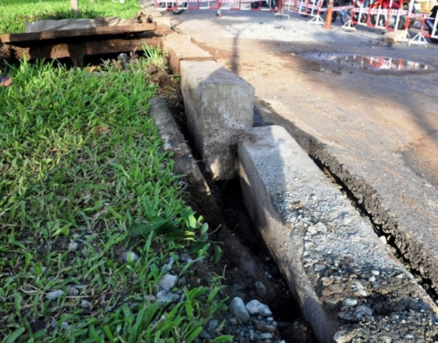 Sau hai tiếng nổ lớn, mặt đường ở Sài Gòn bị xới tung - 6
