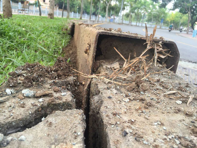Sau hai tiếng nổ lớn, mặt đường ở Sài Gòn bị xới tung - 3