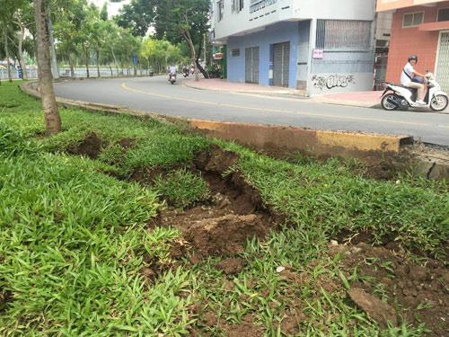 Sau hai tiếng nổ lớn, mặt đường ở Sài Gòn bị xới tung - 4